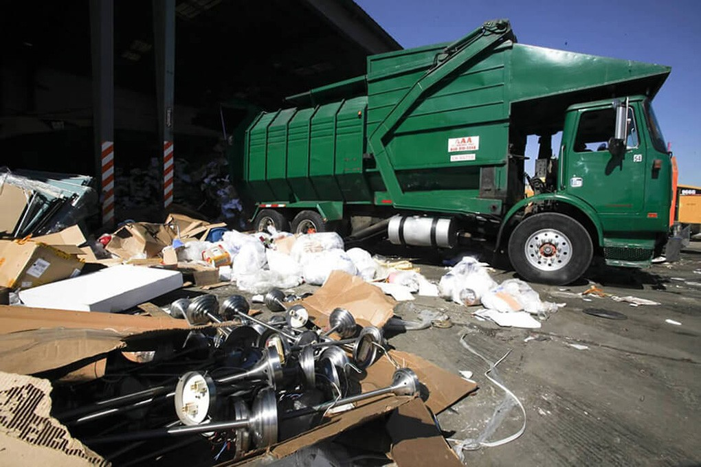 Trash Hauling-Mesa Dumpster Rental & Junk Removal Services-We Offer Residential and Commercial Dumpster Removal Services, Portable Toilet Services, Dumpster Rentals, Bulk Trash, Demolition Removal, Junk Hauling, Rubbish Removal, Waste Containers, Debris Removal, 20 & 30 Yard Container Rentals, and much more!